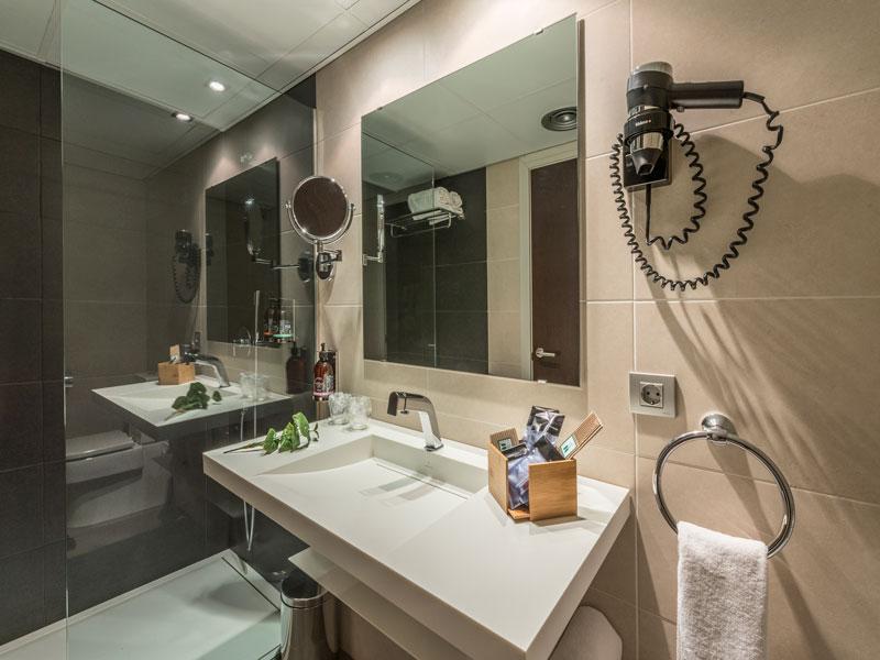 hotel-olot-centre-baño